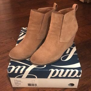 Women's Lucky Brand Suede Wedge Booties Size 7.5